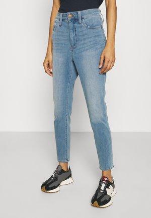CURVY ROADTRIPPER JEGGING - Slim fit jeans - sunbury