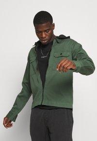 Calvin Klein - CENTER LOGO 2 PACK - Jednoduché triko - black/tawny port - 3