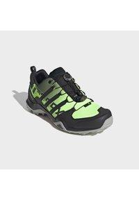 adidas Performance - TERREX SWIFT R2 HIKING SHOES - Hikingsko - green - 3