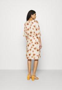 Mos Mosh - RIKAS COSTA DRESS - Sukienka letnia - ecru - 2
