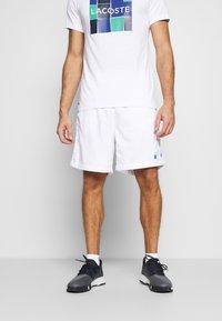 K-SWISS - HYPERCOURT EXPRESS SHORT - Pantalón corto de deporte - white/dark blue - 0