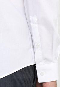 Calvin Klein Tailored - POPLIN STRETCH EXTRA SLIM - Hemd - white - 3