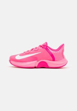 AIR ZOOM GP TURBO OSAKA - Allcourt tennissko - digital pink/white/hyper pink