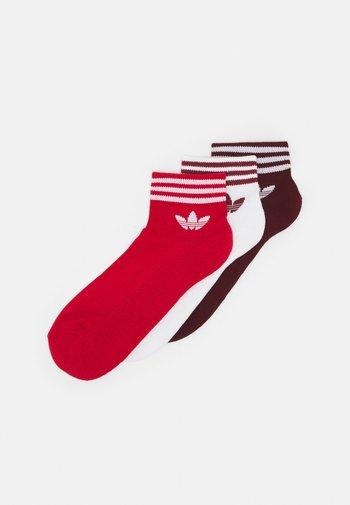 TREF UNISEX 3 PACK - Socks - white/collegiate burgundy