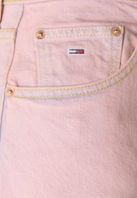 Tommy Jeans - MOM ULTRA - Relaxed fit jeans - pink daisy - 7