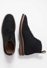 Cotton On - HUTCHISON DRESS BOOT - Šněrovací kotníkové boty - black - 1