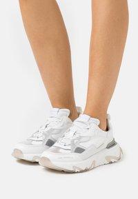 KARL LAGERFELD - BLAZE STRIKE LACE  - Sneakers laag - white/silver - 0