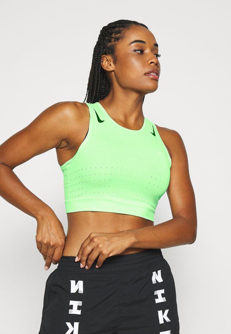 Nike Performance - AEROSWIFT CROP - Funktionsshirt - vapor green/black