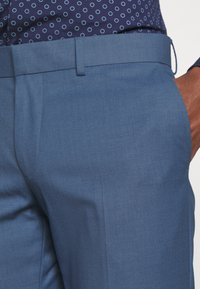 Isaac Dewhirst - THE FASHION SUIT NOTCH - Puku - blue - 7