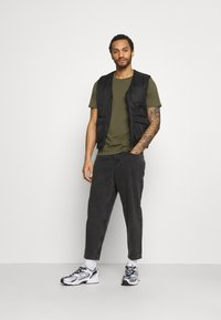 Only & Sons - ONSCONE LIFE CARROT - Jeans Tapered Fit - black denim - 1