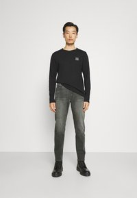 Marc O'Polo DENIM - POCKET REGULAR WAIST - Jeans Slim Fit - mid grey - 1