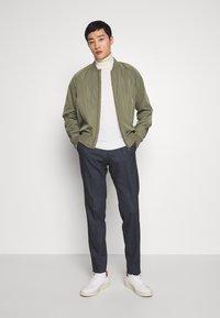 Tommy Hilfiger Tailored - HERRINGBONE SLIM FIT PANTS - Pantaloni - black - 1