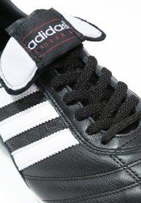 adidas Performance - KAISER 5 LEATHER FOOTBALL BOOTS FIRM GROUND - Voetbalschoenen met kunststof noppen - black/running white/rot - 5