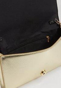 Dorothy Perkins - HALF AND BAR  - Clutch - gold - 3