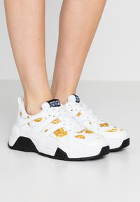 Versace Jeans Couture - LINEA FONDO FIRE ONE - Trainers - white - 0