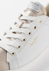 Pepe Jeans - KIOTO ONE - Sneakers basse - gold/white - 6