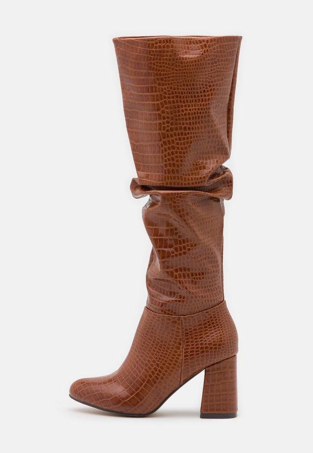 HADLEY - Vysoká obuv - tan
