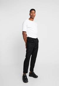 Bellfield - MENS CROPPED TROUSER - Trousers - black - 1