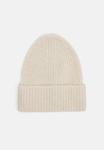LEA HAT