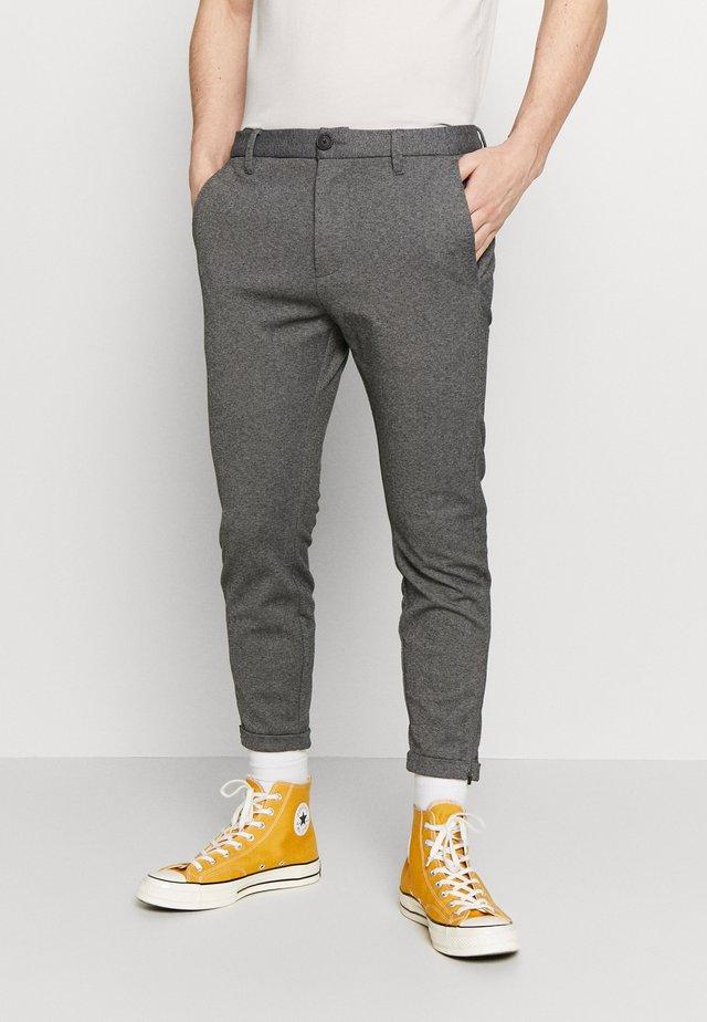 CROPPED PISA PANT - Bukser - grey mel