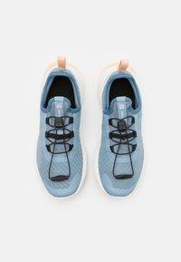 Salomon - SENSE FLOW UNISEX - Zapatillas de trail running - ashley blue/white/almond cream - 3