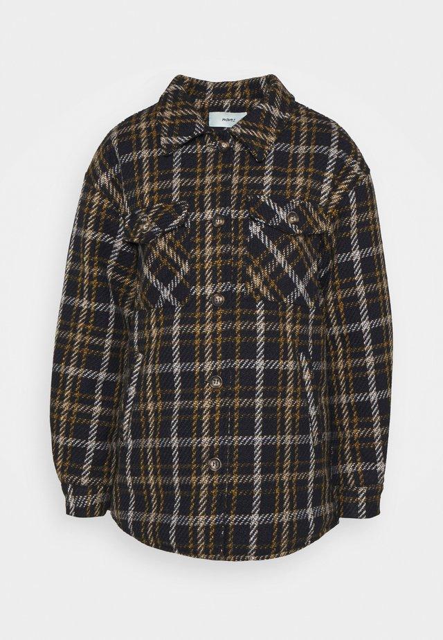 SUSTANNI - Krátký kabát - tobacco brown