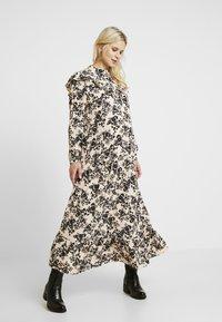 Topshop Maternity - CHUCK ON - Jersey dress - blush - 0