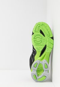 Mizuno - WAVE VOLTAGE - Volleyball shoes - black/high rise/green gecko - 4