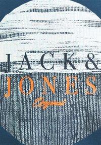 Jack & Jones - JORCALIBRUSH TEE CREW NECK - Print T-shirt - ensign blue - 2
