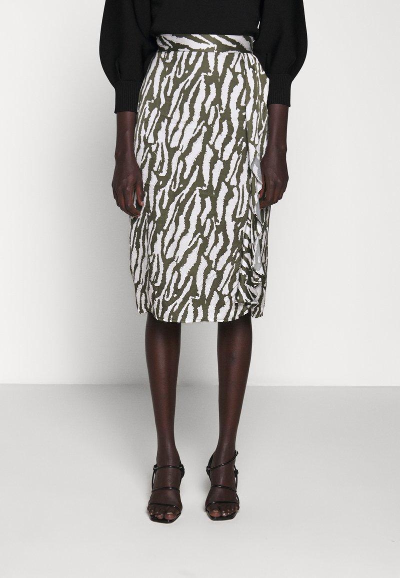 Bruuns Bazaar - TREE VIOLIS SKIRT - A-line skirt - dusty olive/snow white