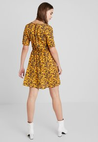 TWINTIP - Day dress - yellow - 2
