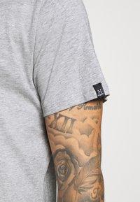 Haglöfs - CAMP TEE  - T-shirt med print - grey melange/true black - 5