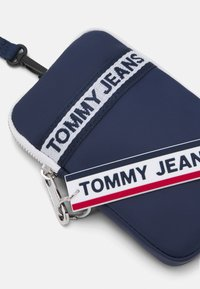 Tommy Jeans - LOGO TAPE HANGING UNISEX - Plånbok - twilight navy - 3