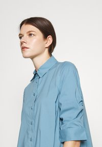 Steffen Schraut - BENITA FASHIONABLE BLOUSE - Button-down blouse - arctic blue - 3