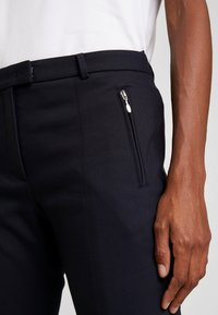 More & More - TROUSER - Trousers - marine - 6