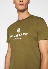 Belstaff - Print T-shirt - salvia - 6