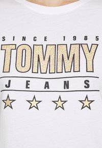 Tommy Jeans - SLIM TEE - Triko spotiskem - white - 4