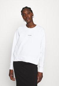Calvin Klein Jeans - MICRO BRANDING - Mikina - bright white - 0