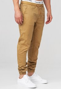 INDICODE JEANS - FIELDS - Trousers - amber - 4
