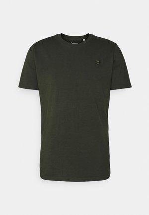 ALDER BADGE TEE - T-shirt basique - forrest night