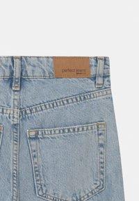 Gina Tricot Mini - Straight leg jeans - light blue destroy - 2