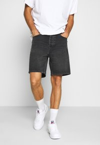 Carhartt WIP - NEWEL MAITLAND - Denim shorts - mid worn wash - 0