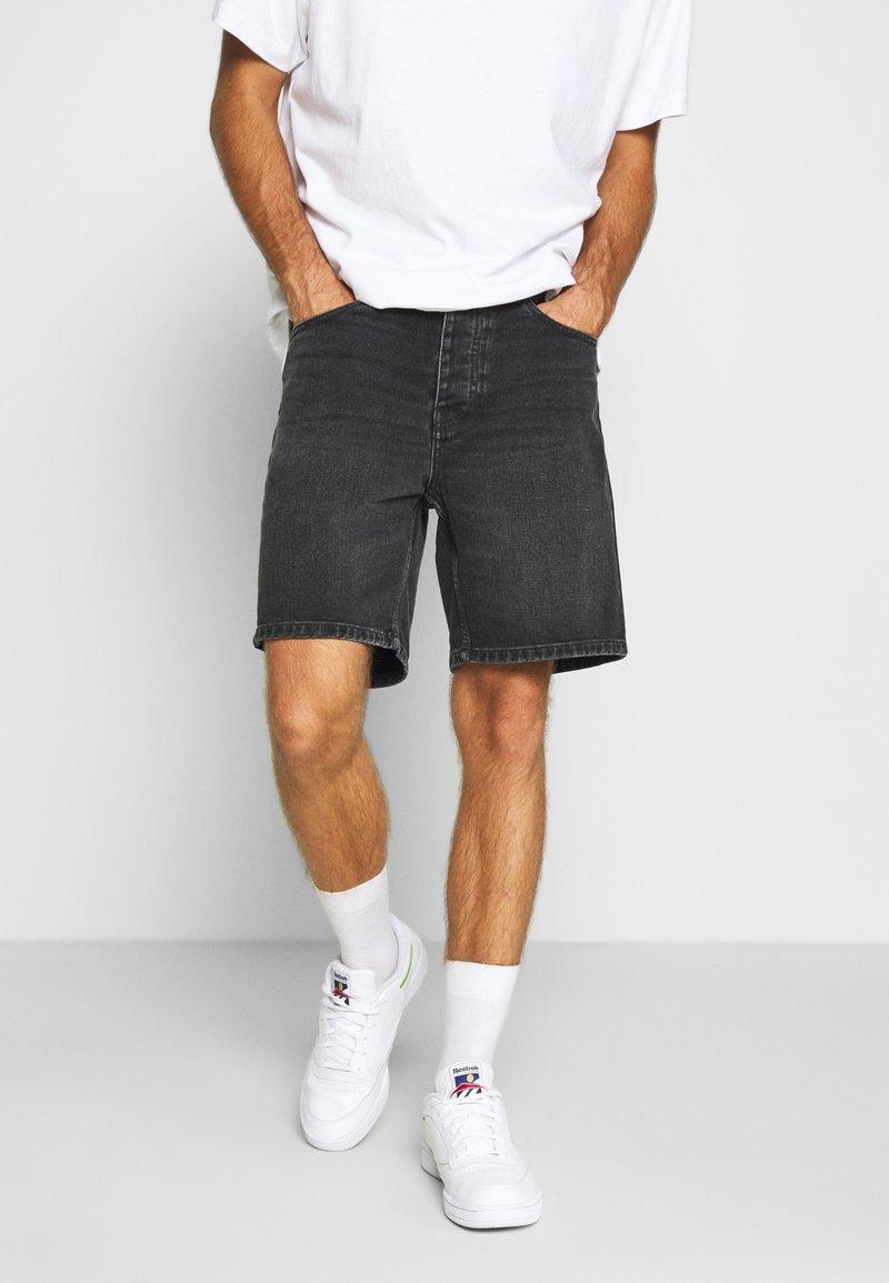 Carhartt WIP - NEWEL MAITLAND - Denim shorts - mid worn wash