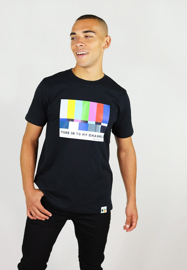 TUNE IN - T-shirt print - black