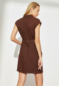 Trendyol - Robe fourreau - brown - 1