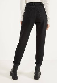 Bershka - MOM - Jean droit - black - 2