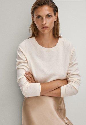 MIT BATEAU-AUSSCHNITT - Stickad tröja - beige