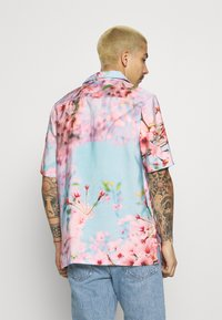 9N1M SENSE - SPECIAL PIECES  UNISEX - Camisa - blue/pink - 2