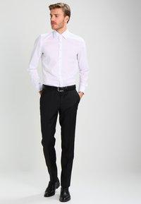 Tommy Hilfiger Tailored - RHAMES - Oblekové kalhoty - black - 1