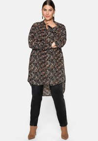 Sheego - Button-down blouse - schwarz bedruckt - 1